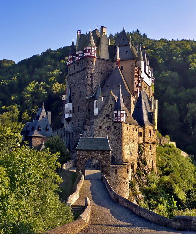 castle_eltz30.